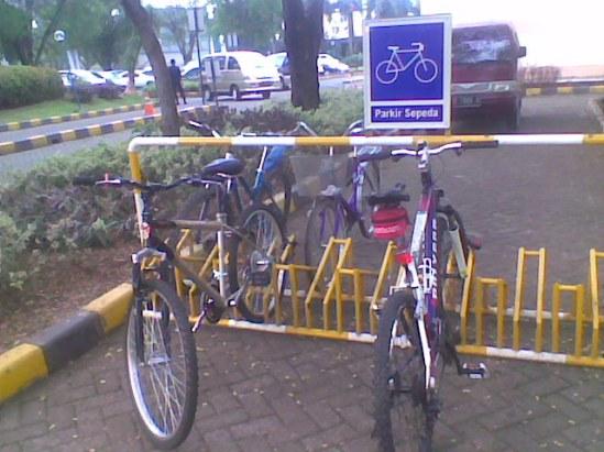 Parkir sepeda Mall Lippo Cikarang