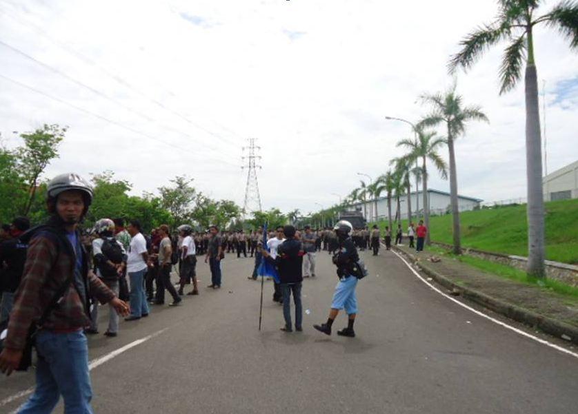 Efek konflik antara buruh bekasi bergerak dan masyarakat bekasi