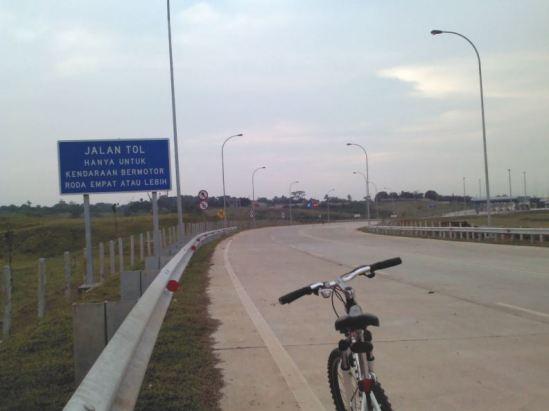 Jalan akses ke GT Cibatu