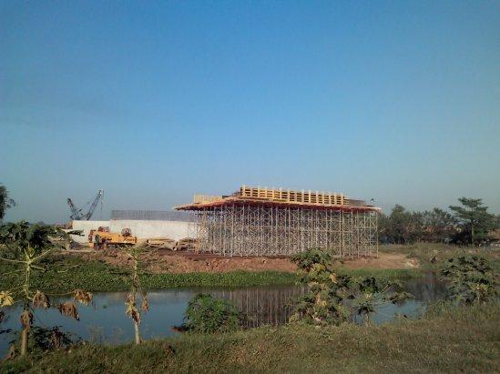 Pembangunan akses tol KM 34,7 ke Jababeka 2 - jembatan layang di atas sungai Kali Malang
