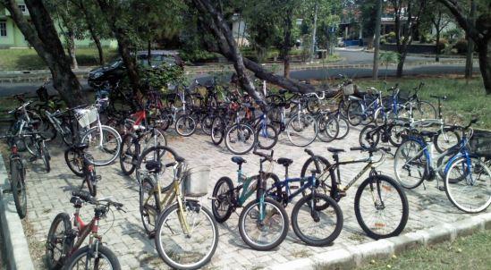 Parkir sepeda SDIT Al-Hidayah, Lembah Hijau-Lippo Cikarang