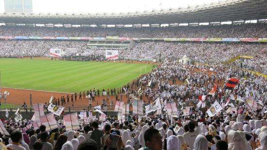 140 ribu kader dan simpatisan PKS memutihkan Gelora Bung Karno 16 Maret 20114