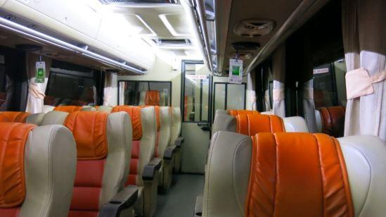 Bus Damri Bandara - Royal Class (susunan kursi 2-1)