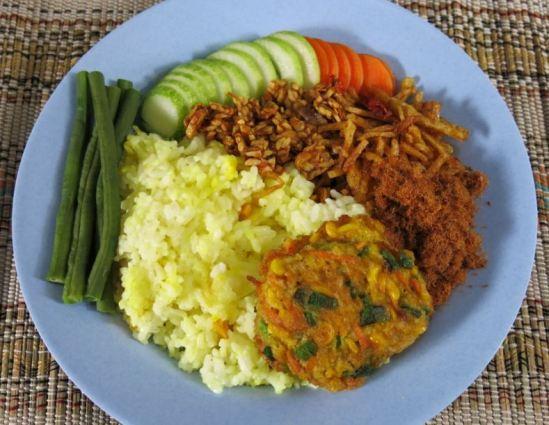 Nasi kuning selera Nusantara