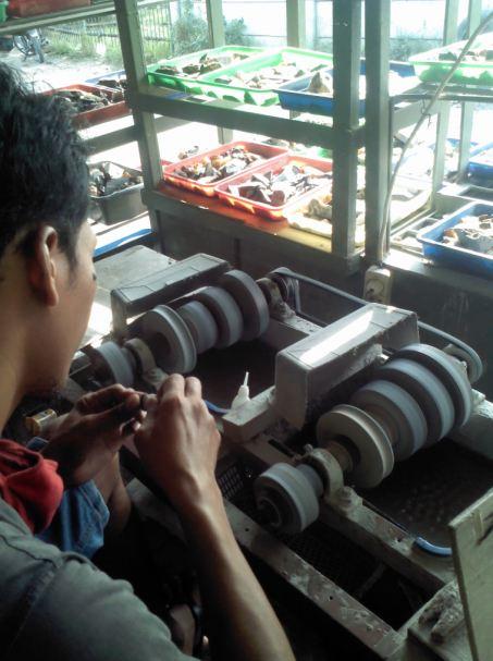 Mesin penggosok batu akik