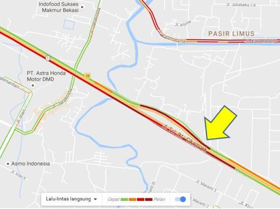 Kemacetan diGT Cikarang Utama dilihat melalui Google Maps (Panah kuning)